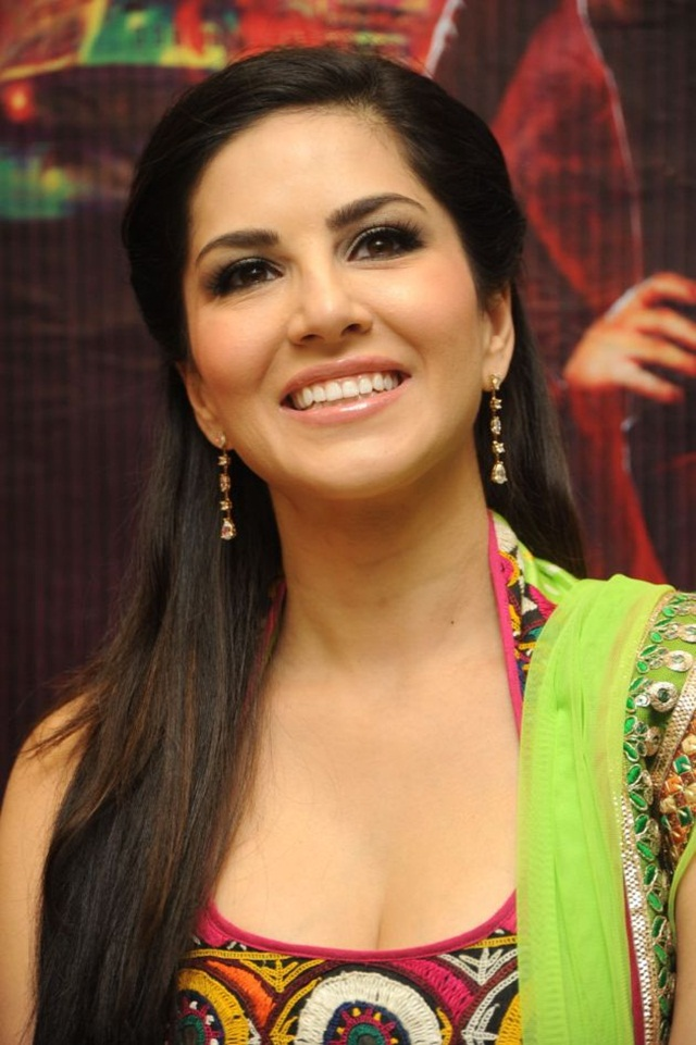 sunny-leone-photos-in-indian-dress- (8)