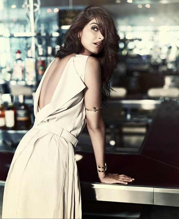 sonam-kapoor-photoshoot-for-femina-mgazine-may-2014- (7)