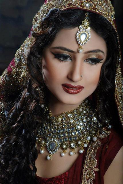 sajal-ali-in-bridal-makeup- (5)