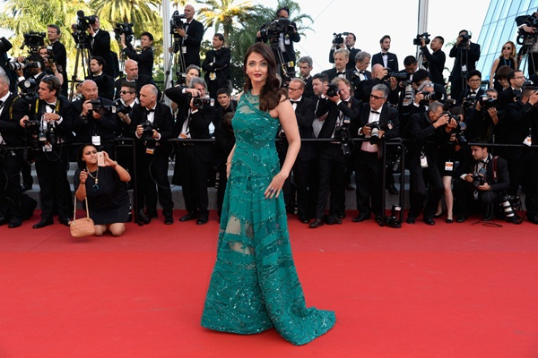 aishwarya-rai-at-cannes-premiere-of-carol-2015- (9)