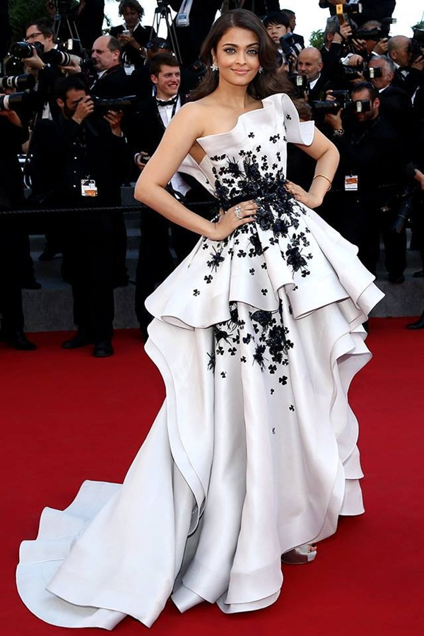aishwarya-rai-at-cannes-premiere-of-youth-2015- (2)