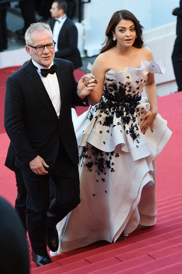aishwarya-rai-at-cannes-premiere-of-youth-2015- (7)