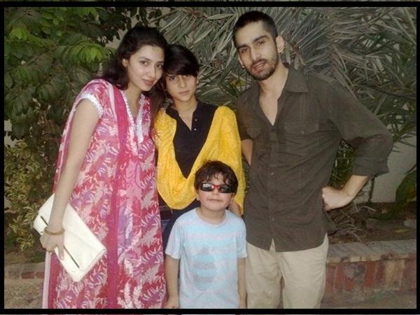 mahira-khan-family-photo-4