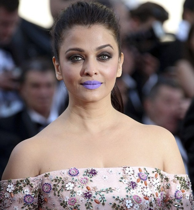 aishwarya-rai-in-cannes-film-festival-at-mal-de-pierres-premiere- (1)