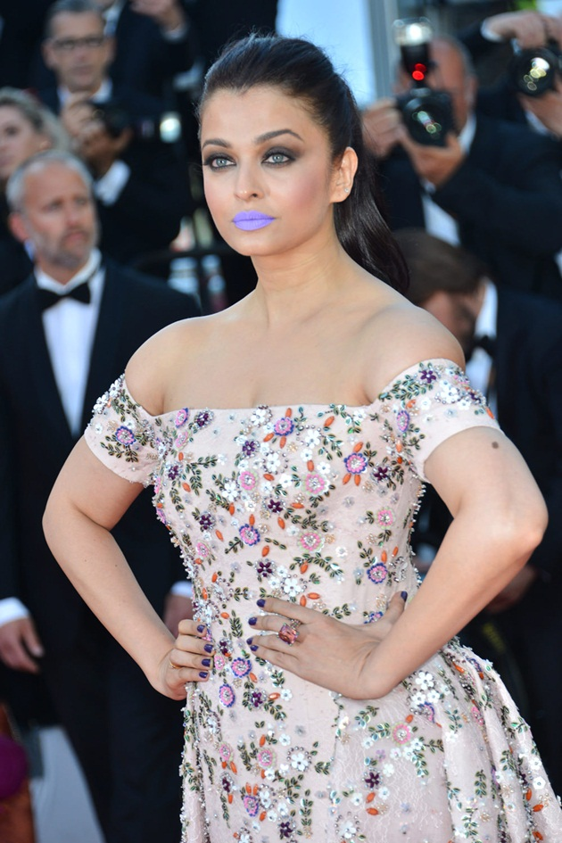 aishwarya-rai-in-cannes-film-festival-at-mal-de-pierres-premiere- (16)