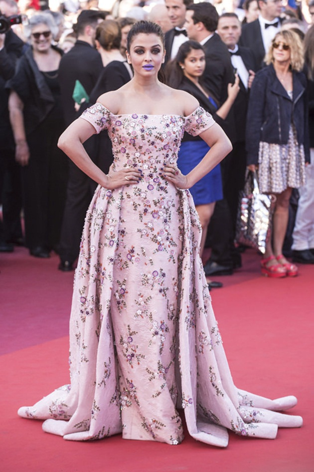 aishwarya-rai-in-cannes-film-festival-at-mal-de-pierres-premiere- (17)