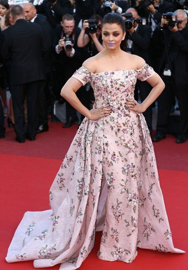 aishwarya-rai-in-cannes-film-festival-at-mal-de-pierres-premiere- (23)