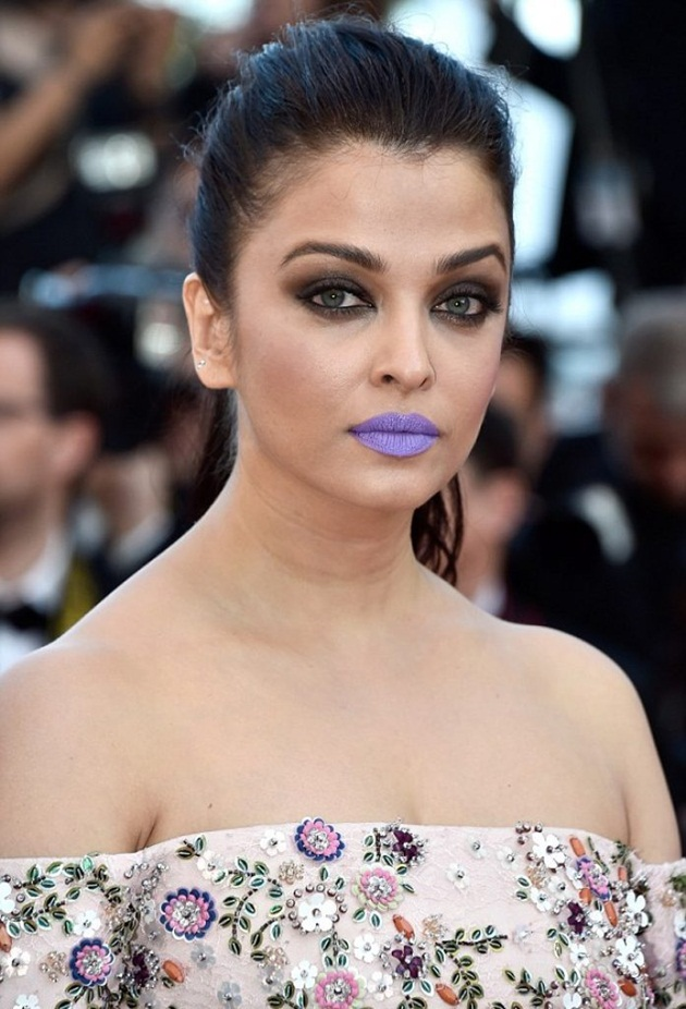 aishwarya-rai-in-cannes-film-festival-at-mal-de-pierres-premiere- (24)