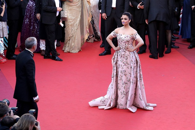 aishwarya-rai-in-cannes-film-festival-at-mal-de-pierres-premiere- (5)