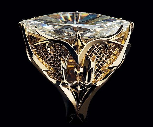 elegant-jewelry-with-precious-diamonds-and-stones- (5)