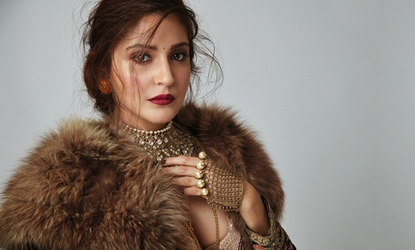 anushka-sharma-photoshoot-for-elle-magazine-october-2016- (8)