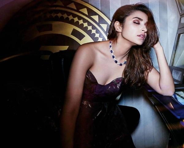 parineeti-chopra-photoshoot-for-hi-blitz-magazine-october-2016- (1)