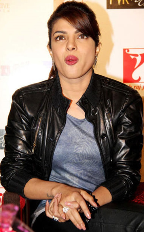 funny-expressions-of-bollywood-celebrities- (23)