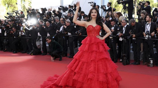 aishwarya-rai-in-red-gown-at-cannes-film-festival-2017- (19)