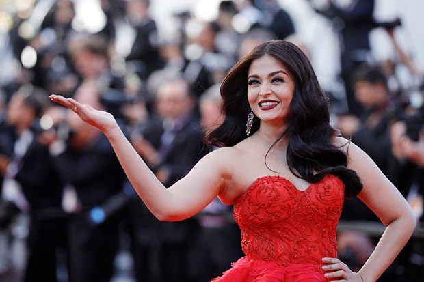 aishwarya-rai-in-red-gown-at-cannes-film-festival-2017- (20)