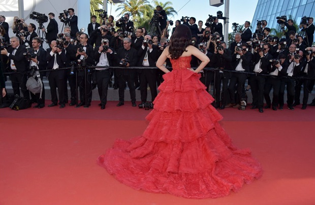 aishwarya-rai-in-red-gown-at-cannes-film-festival-2017- (22)