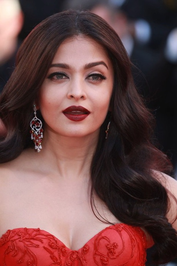 aishwarya-rai-in-red-gown-at-cannes-film-festival-2017- (3)
