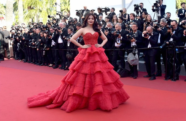 aishwarya-rai-in-red-gown-at-cannes-film-festival-2017- (31)