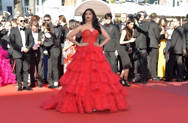 aishwarya-rai-in-red-gown-at-cannes-film-festival-2017- (32)