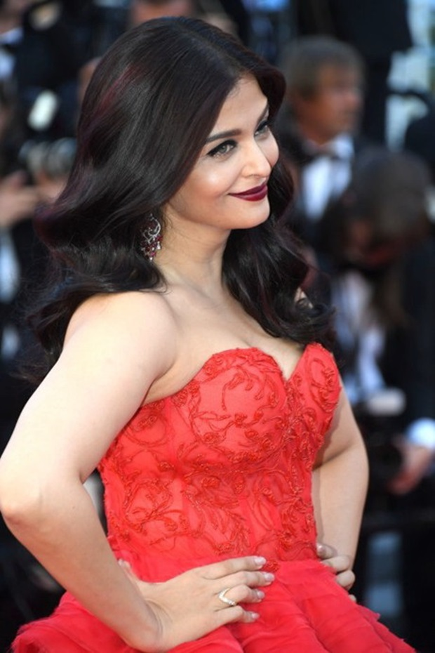 aishwarya-rai-in-red-gown-at-cannes-film-festival-2017- (4)
