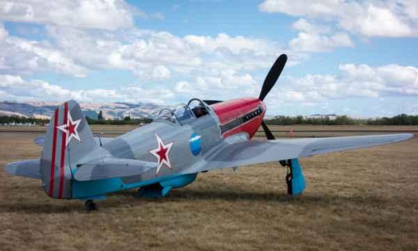 Какой именно самолет снимался в ленте«В бой идут одни ...