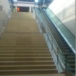 Rolltreppe am BER Flughafen Bahnhof