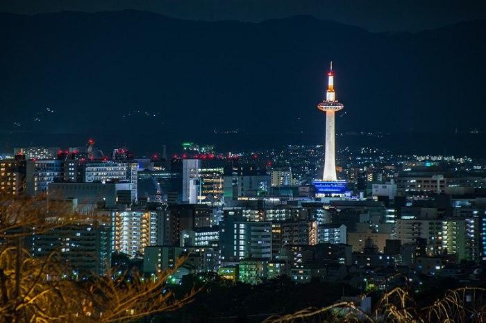 800px-京都夜景_2015_(31985638715)