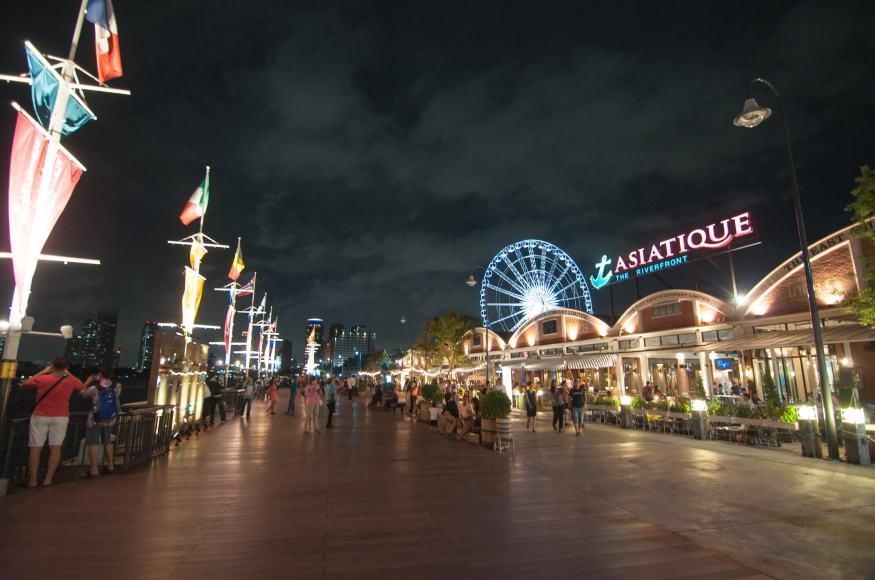 河濱碼頭夜市