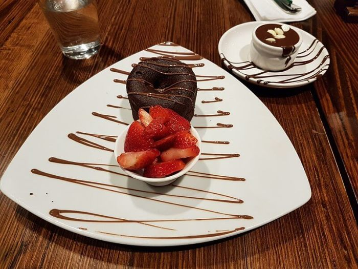 800px-Dessert_at_max_Brenner_chocolate_bar