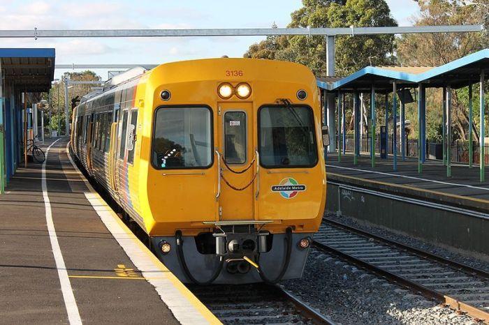 Adelaide_Metro_Train_3011_(10959649374)