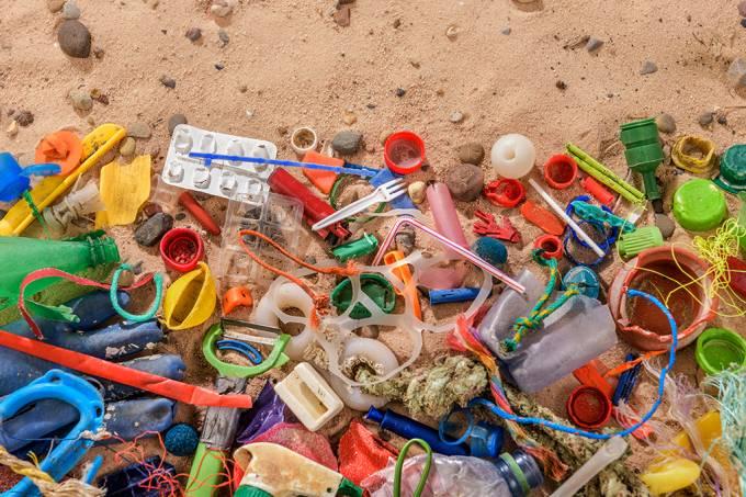 Oceano Atlântico Pode Ter 10 Vezes Mais Plástico Do Que Se Estimava