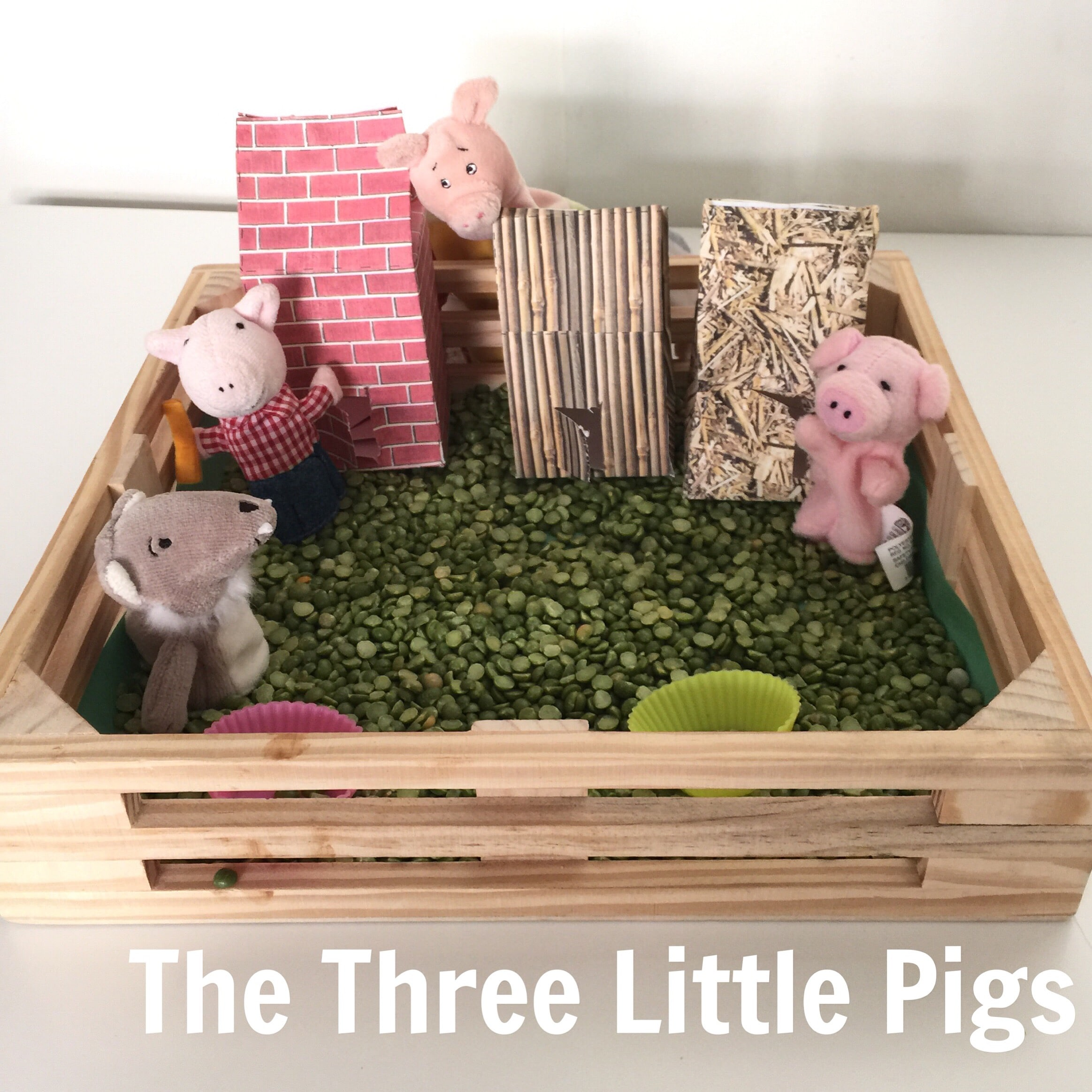 Bring the story of the three little pigs to life with this wonderful sensory bin perfect for toddlers, preschoolers and even older elementary kids!