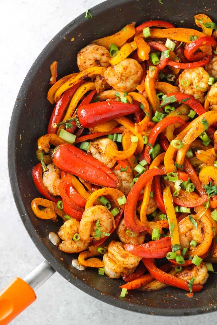 Delicious fajitas without onions or garlic? It is possible with this Low Fodmap Shrimp Fajitas recipe!