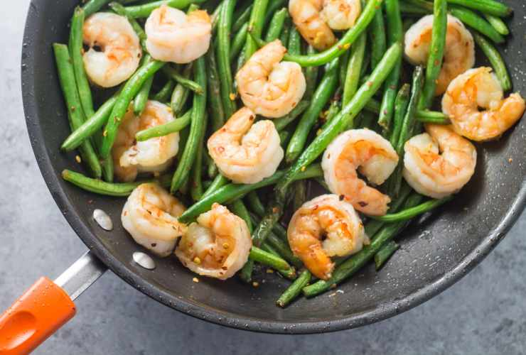 Spicy, simple and oh-so-yummy, this 25-minute Low Fodmap Shrimp & Green Beans recipe is one of my faves! Not only is it gluten free and whole30 compliant, but it's also great for a easy weeknight stir-fry!