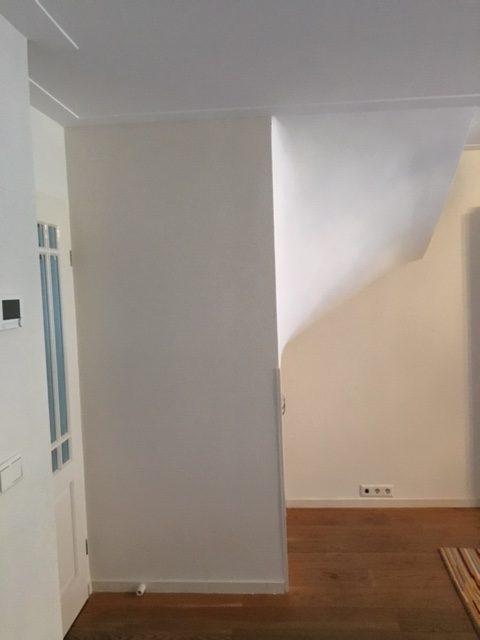Trap/garderobekast in woonkamer