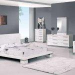 White High Gloss Finish Modern Platform Bedroom Set