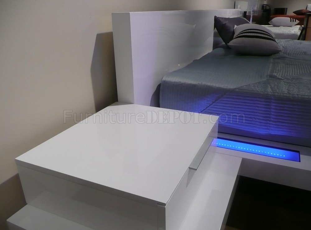 High Gloss White Finish Modern Bedroom With Built In Nightstands