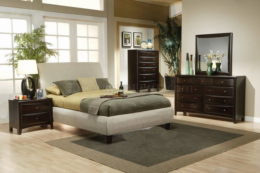 Contemporary Bedroom W Beige Fabric Upholstered Bed