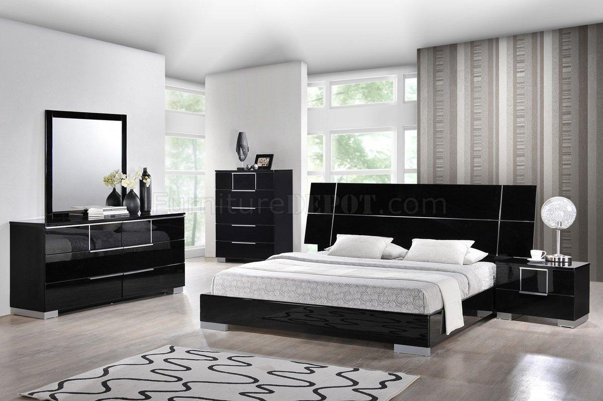 Hailey Bedroom In Black By Global WPlatform Bed Amp Options