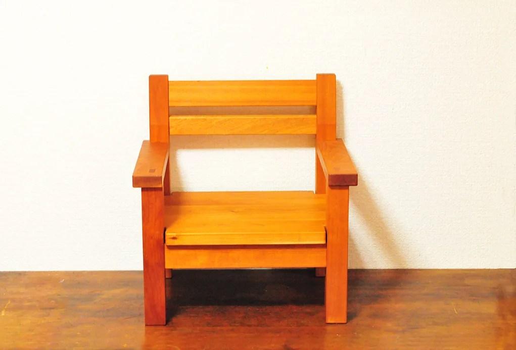 木工作家の手作り子供用椅子