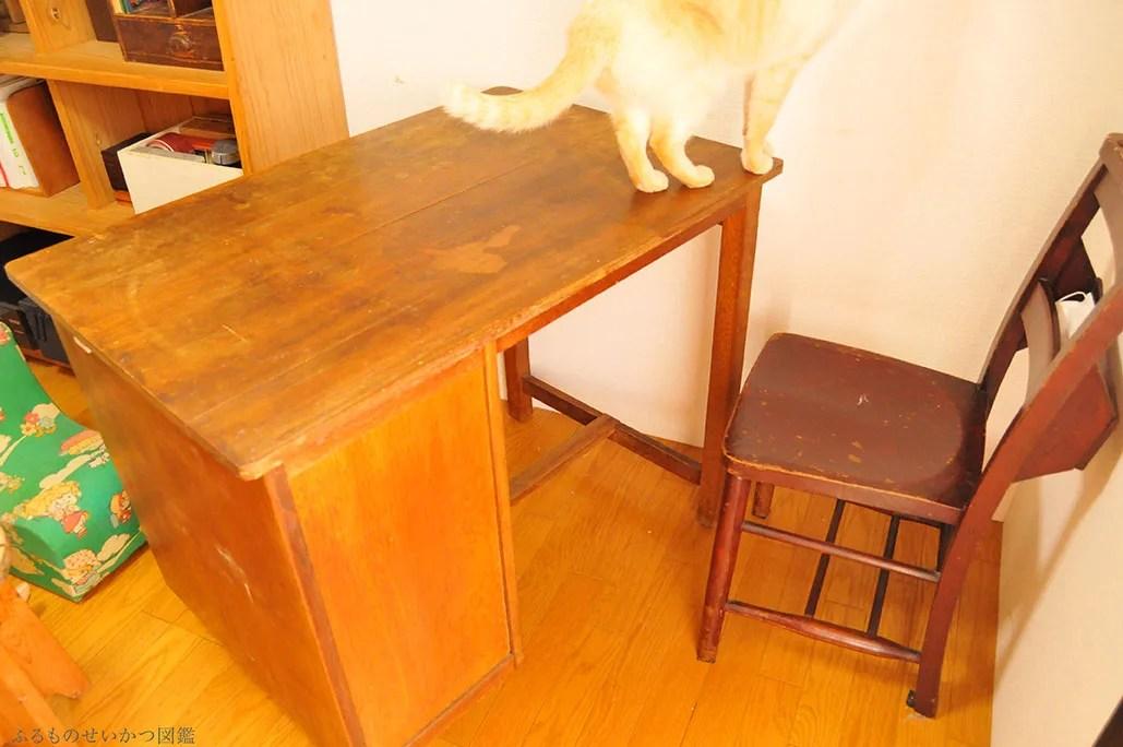 古道具机をダイニングテーブル兼用に