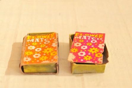 小さい古物レトロマッチ箱