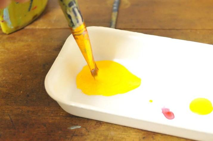 アクリル絵具は泡が立つほど混ぜる-ふるものせいかつ図鑑