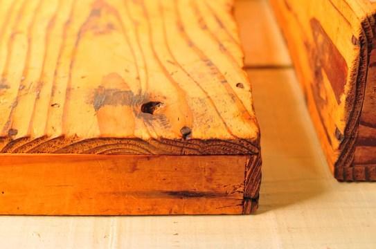 フタ付きの古道具木の箱は木目もフシも味がある-ふるものせいかつ図鑑