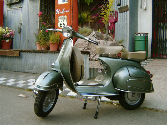 https://i1.wp.com/www.fushionmag.com/wp-content/uploads/2008/06/vespa_scooter.jpg