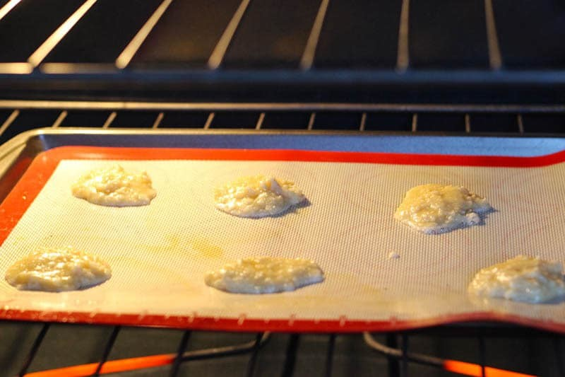 Authentic Swedish Almond Cookie Recipe with almonds, butter, sugar, flour and cream. I had SO MUCH FUN making these! Try making these at Christmas with your friends or any special occasion. | FusionCraftiness.com