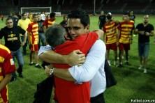 Daniel Farias, técnico del DANZ, celebra con su equipo técnico.