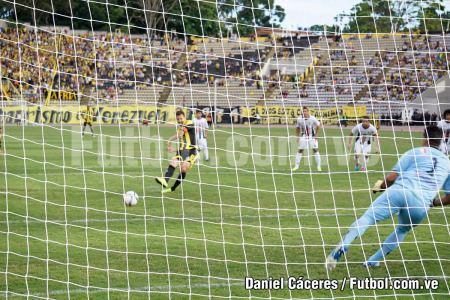 """Primer gol de Penalti de César """"Maestrico"""" González"""