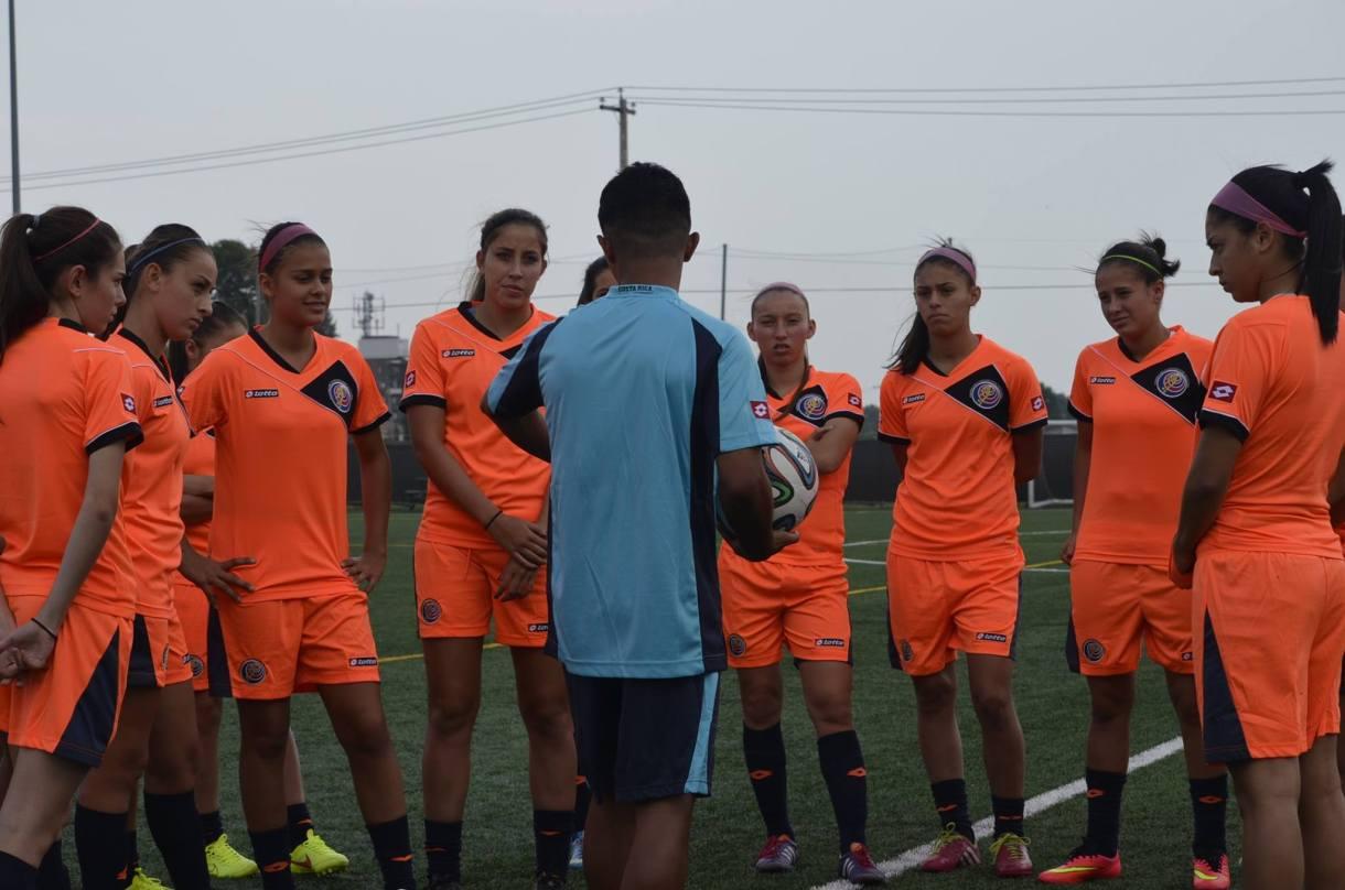 La Sub-20 femenina entrena fuertemente en Montreal. Foto: Fedefutbol.com