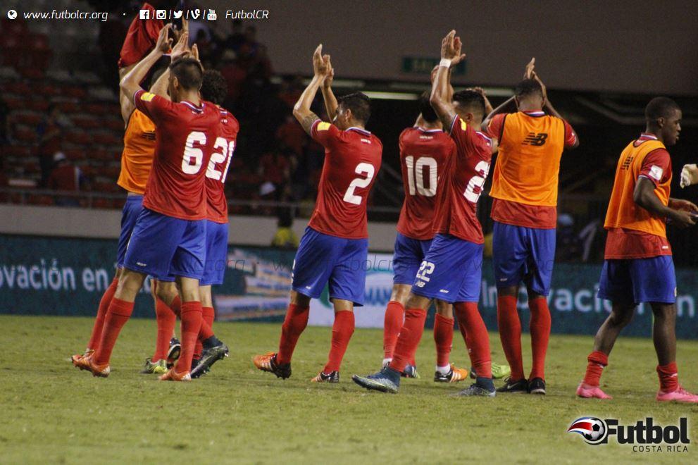 Al termino del juego los jugadores agradecieron a la afición por el apoyo en las gradas del Nacional. Foto: Ruben Murillo